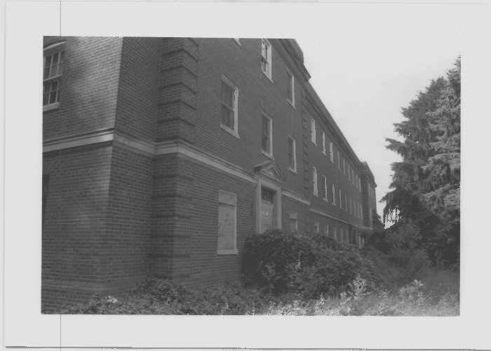 Image of Employee Building at Glenn Dale Hospital at main elevation