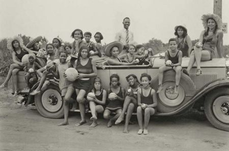 Young Highland Beach beachgoers, ca. 1930. Photo from Smithsonian Institution.