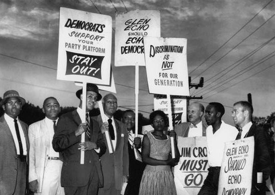 Protesters demanding integration at Glen Echo, 1960s. Photo from Glen Echo Archives.