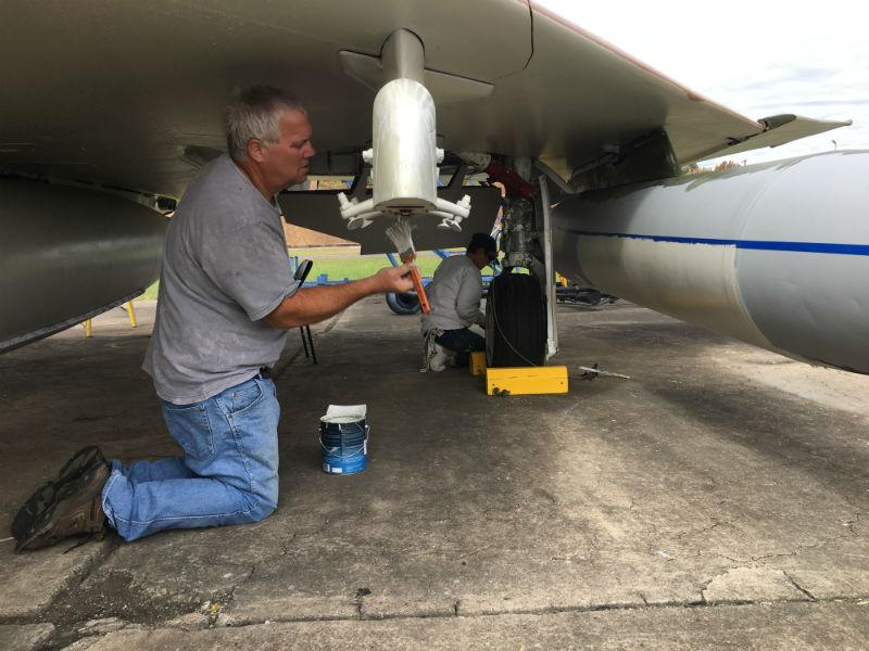 glenn-martin-museum-volunteers-painting-airplane-2017