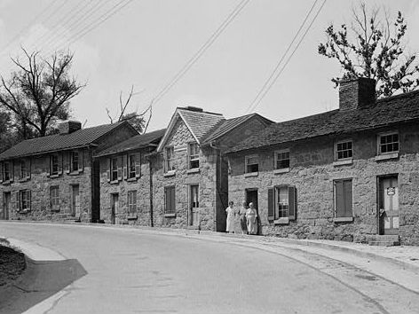 Tonge Row in the 1930s. Photo from Historic American Building Survey.