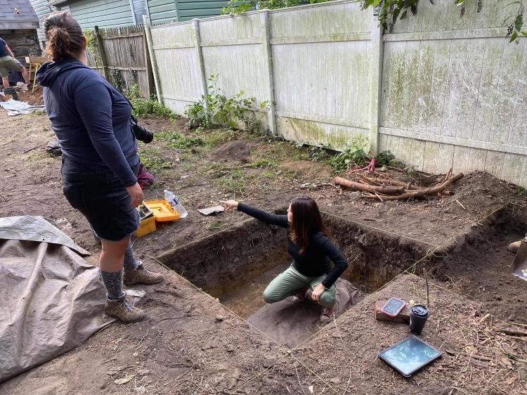 Dr. Julie Schablitsky oversee Jonathan Street excavation, 2020.