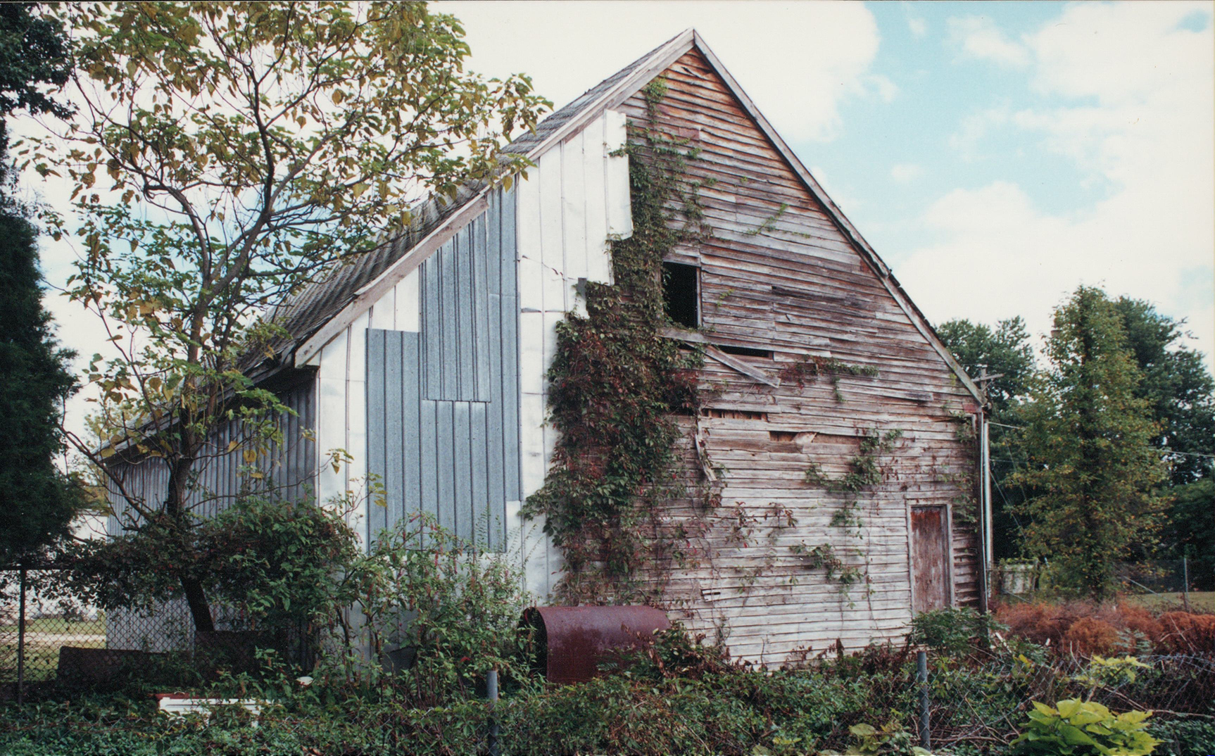 A view of a historic barn near Denton, Maryland.